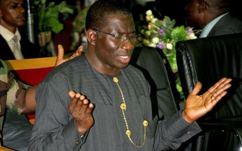 Jonathan praying - President Jonathan to lead 30,000 Nigerian Christian pilgrims to Israel