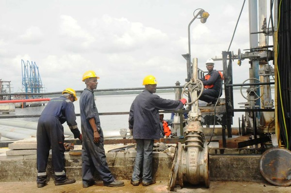 OIL WORKERS REPAIRING PIPELINES AT OKRIKA JETTY IN RIVERS