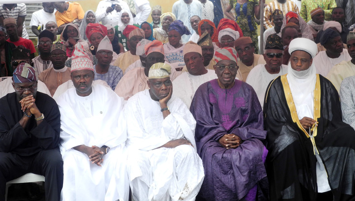 From Left: Gov Babatunde Fashola of Lagos; Ibikunle Amosun of Ogun; ex-President Olusegun Obasanjo; Former Head of State, Ernerst Shonekan, and Sultan of Sokoto, Abubakar Sa'ad... at the burial Saturday...Photo:NAN