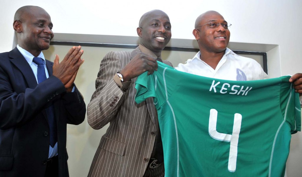 Stephen Keshi holding the No. 4 jersey.