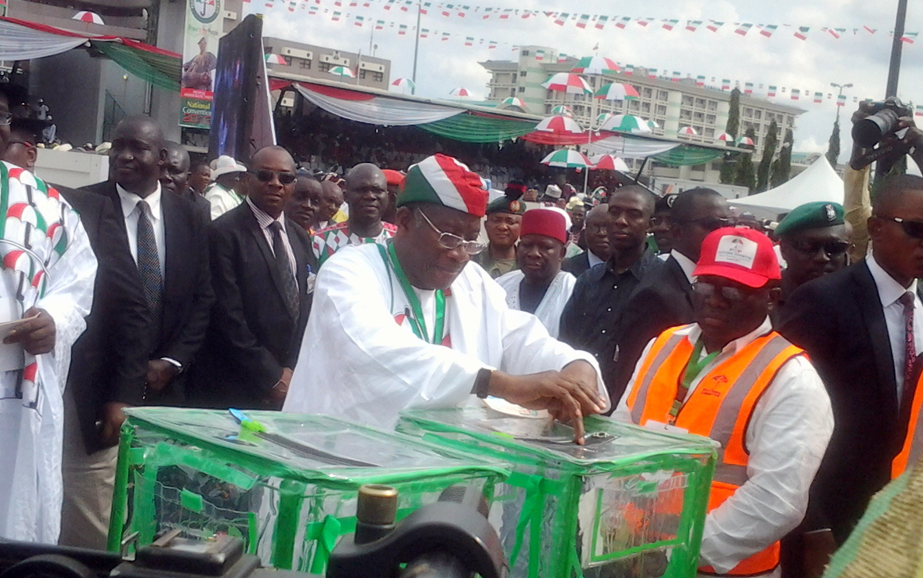 GEJ casting his vote at the PDP special Convention
