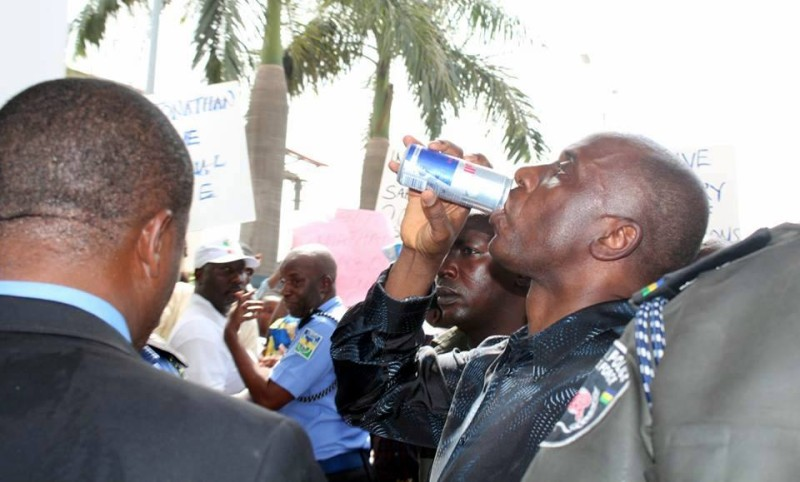 The police warned Amaechi to stay in his state.