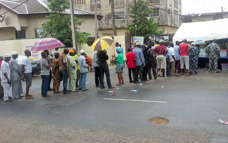 Lagosians queuing up to vote in the rain on March 28