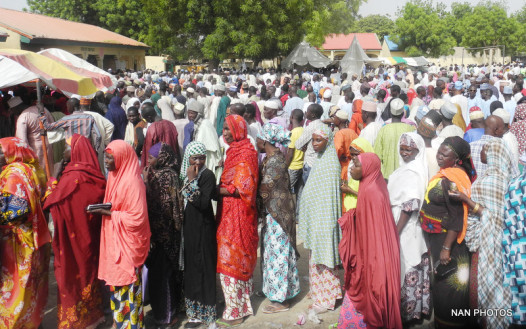 QUEUE OF VOTERS AT AN INTERNALLY DISPLACED PERSONS (IDPs) CAMP DURING THE PRESIDENTIAL AND NATIONAL ASSEMBLY ELECTIONS IN MAIDUGURI ON SATURDAY (28/3/15).