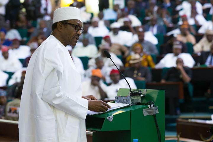 Buhari_presenting_2016budget_to_NASS.jpg
