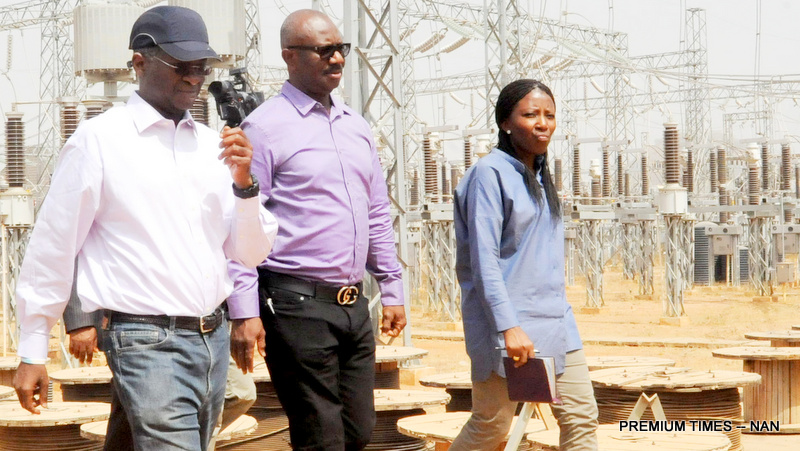 PIC.-11.-MINISTER-FASHOLA-INSPECTS-KUKWABA-POWER-PROJECT-IN-ABUJA.jpg 5796d3f11
