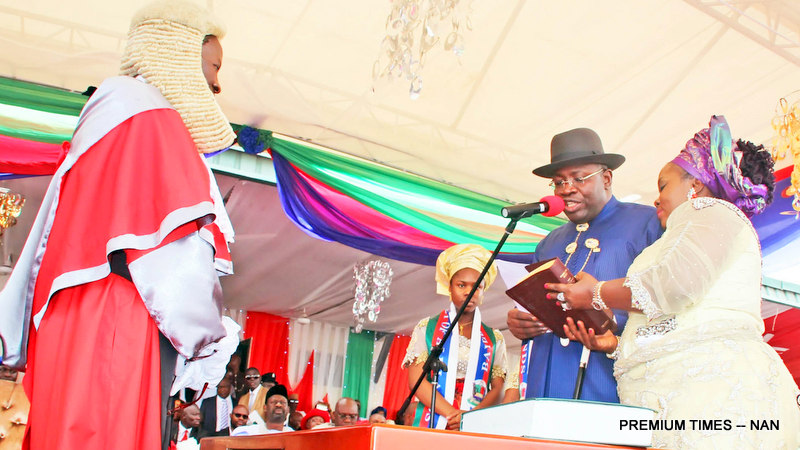 PIC.14.  GOV. SERIAKE DICKSON OF BAYELSA STATE,  BEING SWEAR IN  BY THE CHIEF   JUSTICE, BAYELSA STATE, JUSTICE KATE ABIRI IN YENAGOA ON SUNDAY (14/2/2016). WITH   HIM IS THE  WIFE,  RACHAEL. 0886/14/2/2016/AO/JAU/NAN