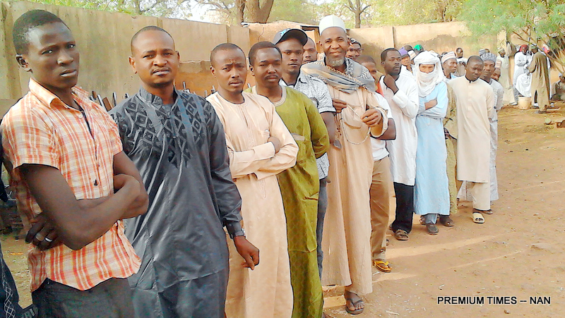 A CROSS SECTION OF NIGERIENS ON QUEUE WAITING TO CAST THEIR VOTES IN  SOKOTO DURING THE COUNTRY'S PRESIDENTIAL ELECTION ON SATURDAY. 1047/21/2/2016/BRM/EO/NAN