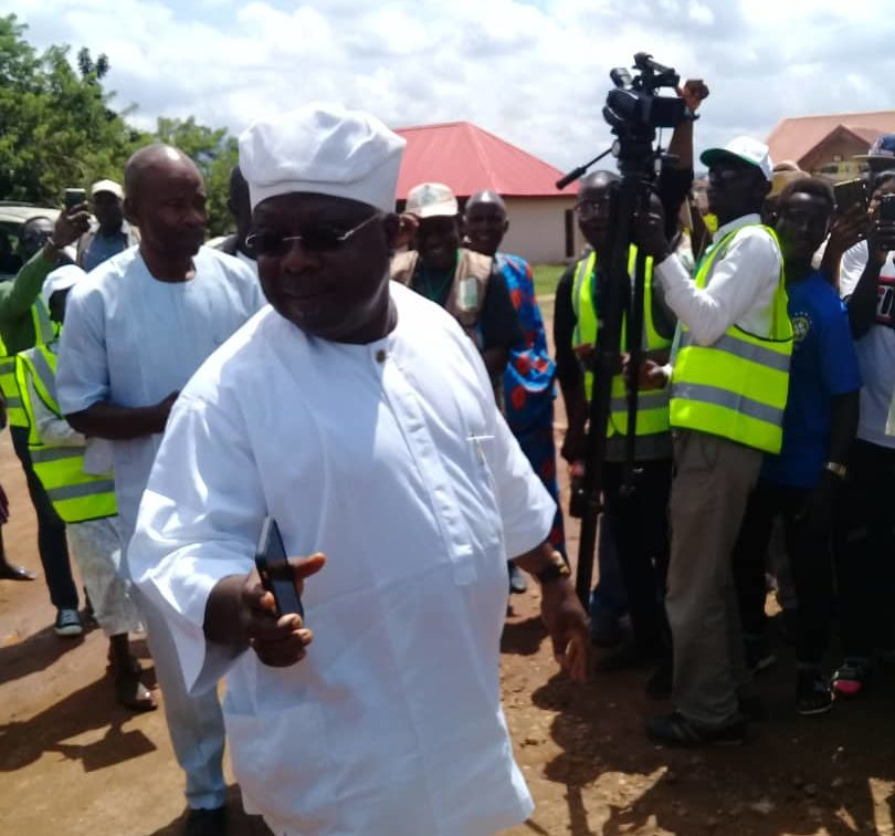 The candidate of the Social Democratic Party (SDP) in the ongoing governorship election in Osun State, Iyiola Omisore, has cast his vote at the Polling Unit 3 Ward 1, Ife East.