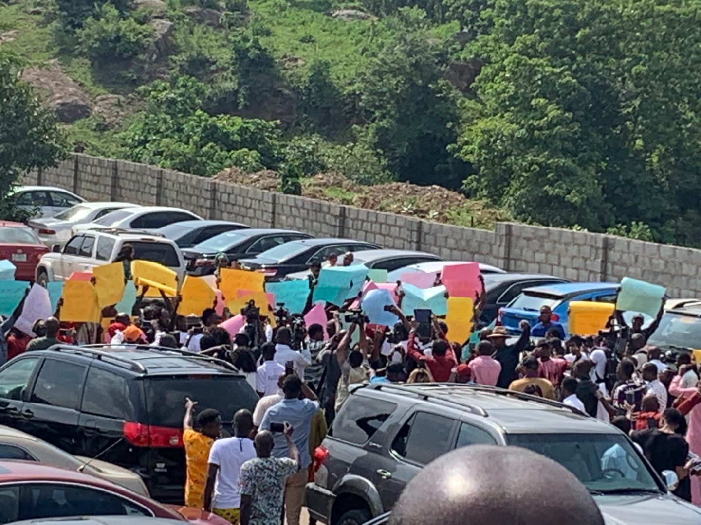 Umrah Banner: UPDATED: Hired Pro-Fatoyinbo Protesters Storm COZA Abuja