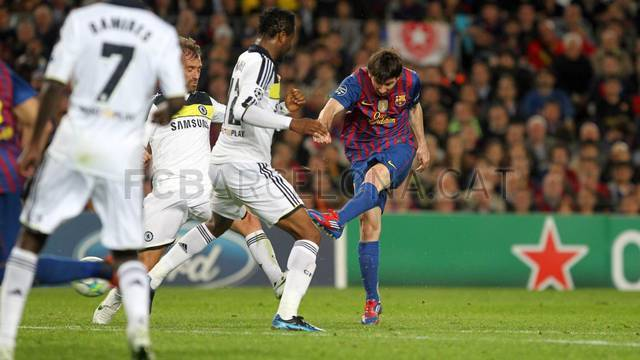 Several tries by Lionel Messi, but the goal was denied by the woodwork